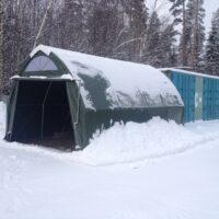 Jyrkkäharjainen talven kestävä Polar pressutalli